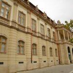 Fațada principală a Muzeului de Artă din Cluj-Napoca, restaurată