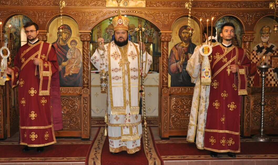 """Hramul parohiei """"Sfânta Cuvioasă Parascheva"""" din Șimleu Silvaniei, sărbătorit în prezența PS Petroniu"""
