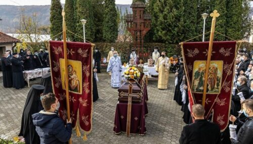 Mitropolitul Andrei a participat la înmormântarea arhim. Ghelasie Țepeș, starețul Mănăstirii Sighișoara