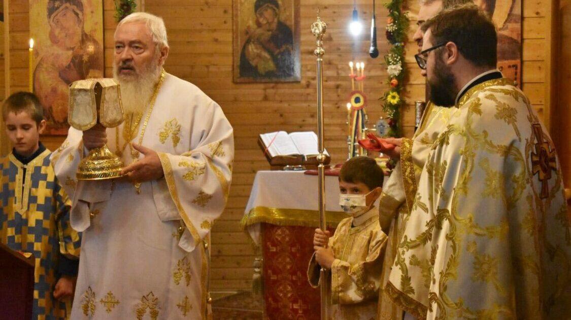 """Hramul Parohiei """"Sf. Ap. și Ev. Matei"""" din Cluj-Napoca, prăznuit în prezența Înaltpreasfințitului Andrei"""