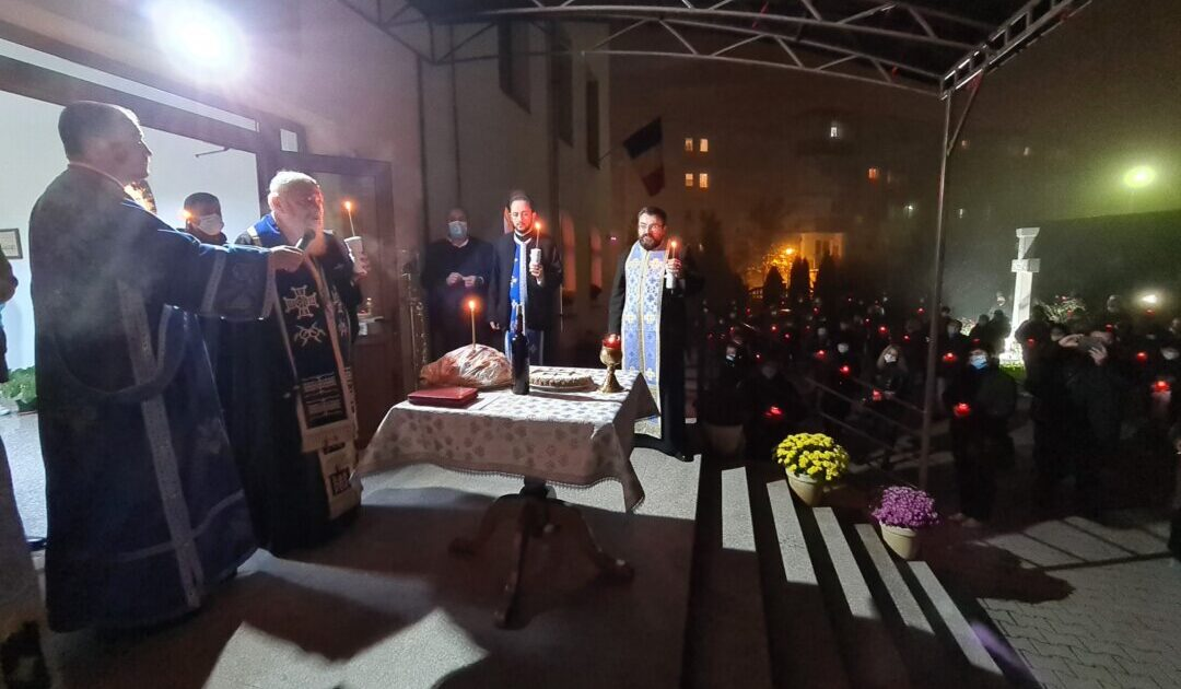 Grijă pentru trup și suflet la Centrul de Îngrijiri Paliative din Cluj-Napoca | ÎPS Andrei a oficiat slujba Parastasului pentru pacienții trecuți la Domnul