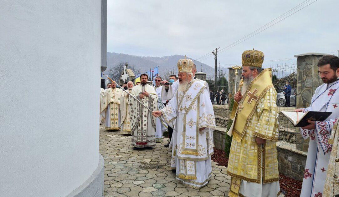 """Biserica """"Sf. Proroc Ilie Tesviteanul"""" din Năsăud, sfințită de doi ierarhi ai Bisericii Ortodoxe Române"""