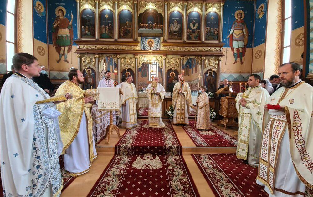 Mitropolitul Clujului a binecuvântat lucrările efectuate la casa parohială din Teaca