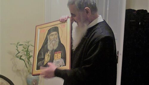 """""""Sfântul Nectarie a luat iubire din Izvorul iubirii și a dăruit-o celor în suferință și nevoi"""" – Preasfințitul Părinte Vasile Flueraș"""
