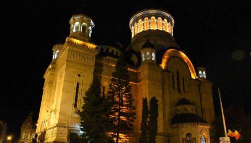 Catedrala Mitropolitană din Cluj-Napoca, iluminată în culoarea conștientizării cancerului de col uterin