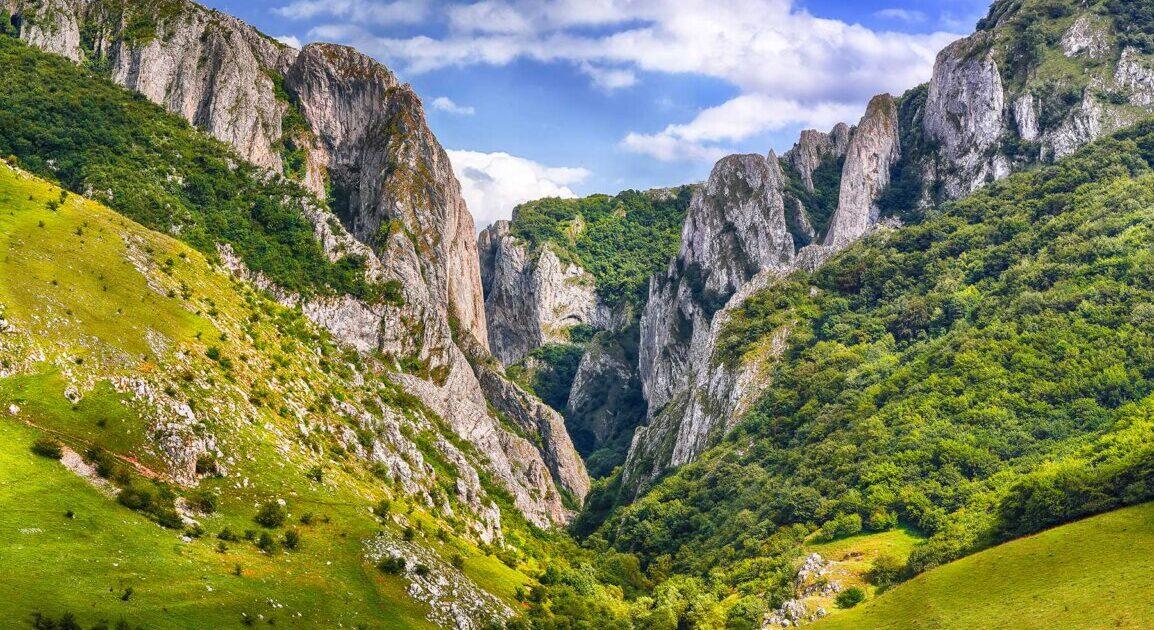 O telegondolă va lega trei obiective turistice din județul Cluj: Salina Turda, Cheile Turzii și Cheile Turenilor