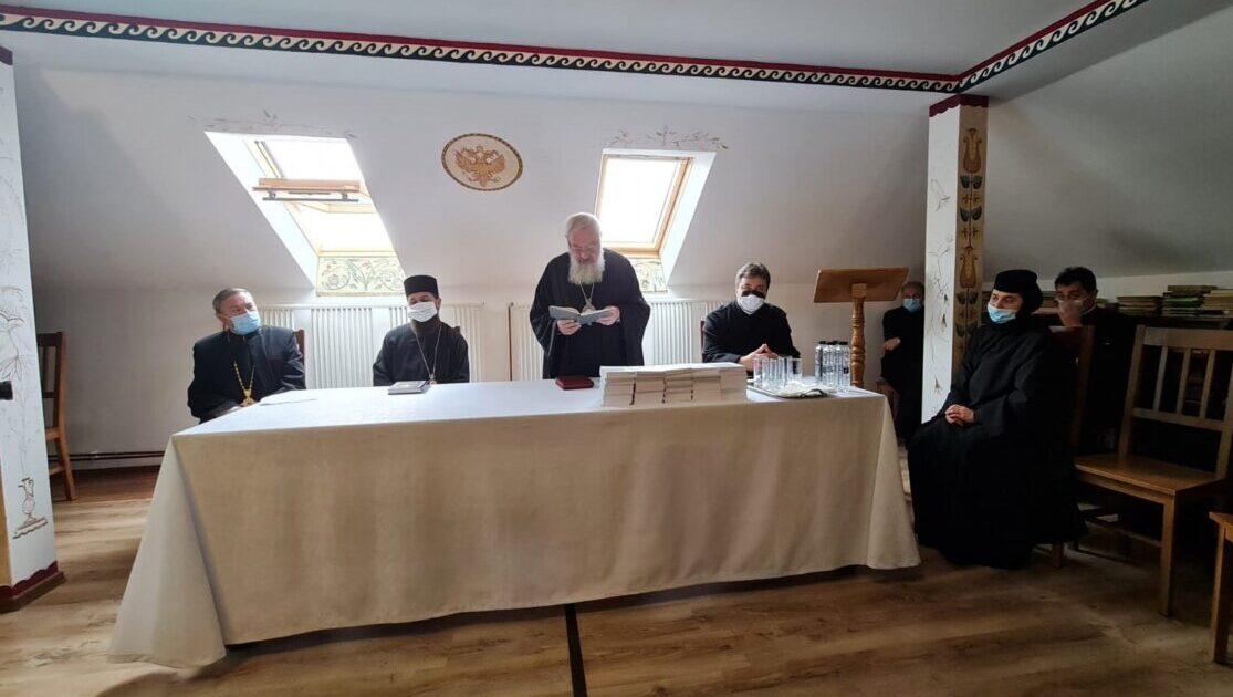 Conferință preoțească de toamnă în Protopopiatul Bistrița | Scriitorul Menuţ Maximinian a primit Crucea Transilvană
