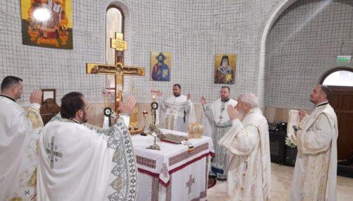 """Cel de-al 10-lea hram al Parohiei """"Sf. Ier. Nectarie"""" din Dej, sărbătorit în prezența Mitropolitului Andrei"""