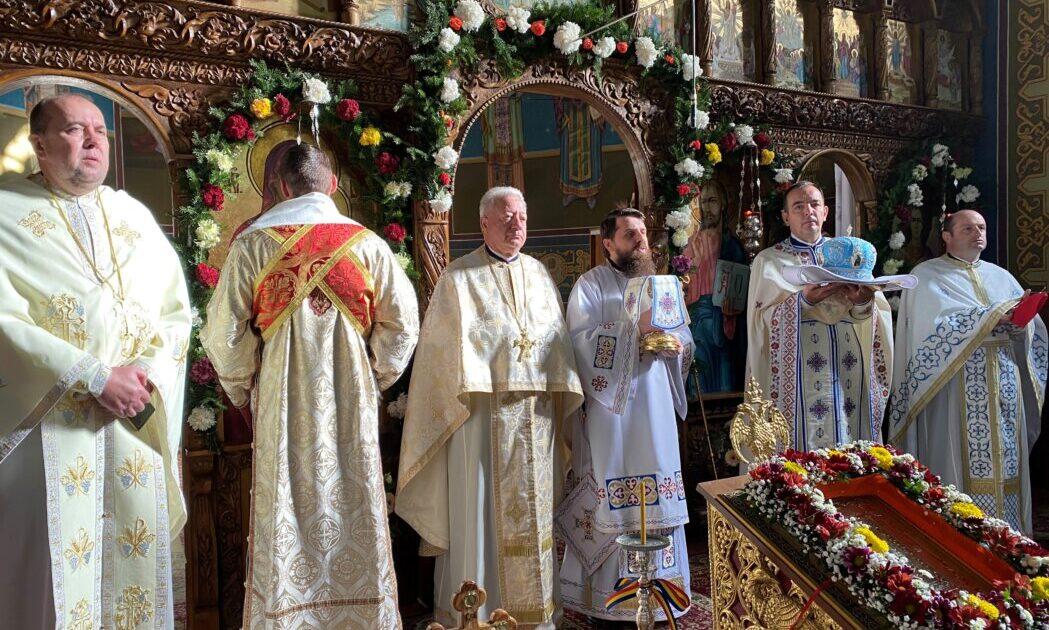 """Hramul Bisericii """"Sfinții Arhangheli Mihail și Gavriil"""" din Ilva Mică, prăznuit în prezența Episcopului-vicar Benedict"""