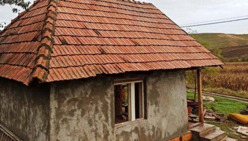 Un grup de preoți clujeni a renovat casa unui bătrân din parohia Aruncuta