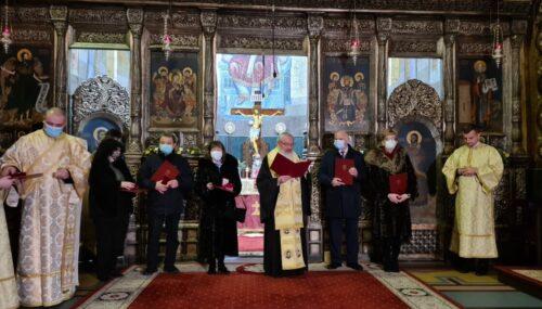 Medicii clujeni implicați în lupta împotriva COVID-19, distinși de Mitropolitul Clujului