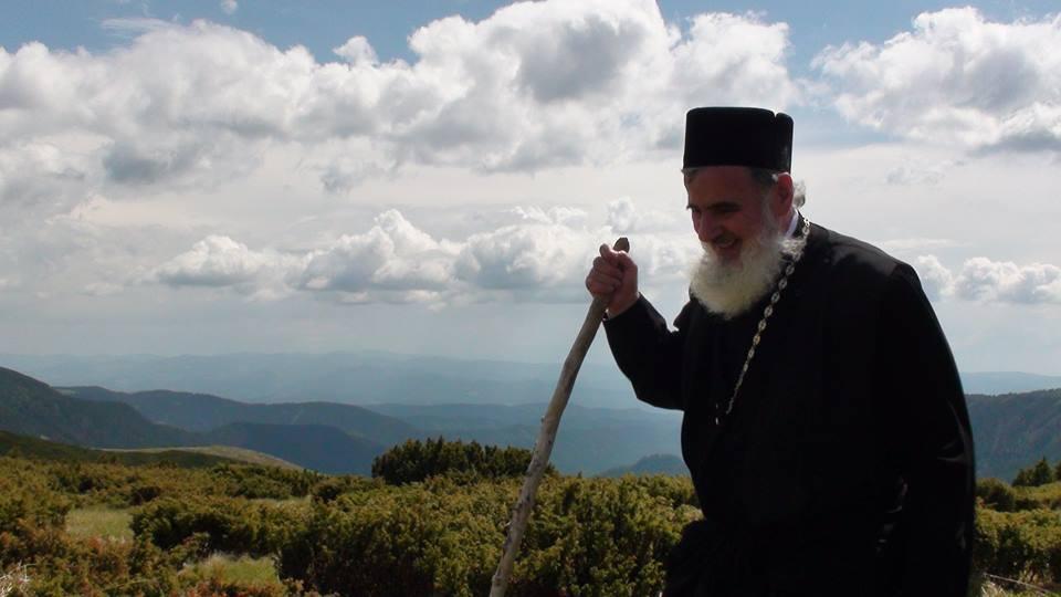 """Preasfințitul Părinte Vasile Flueraș:  """"Întotdeauna vor fi oameni care îl contestă pe Dumnezeu. Dar istoria ne-a arătat că toți cei care au ales Calea și modelul de viață propus de El au ieșit învingători"""""""