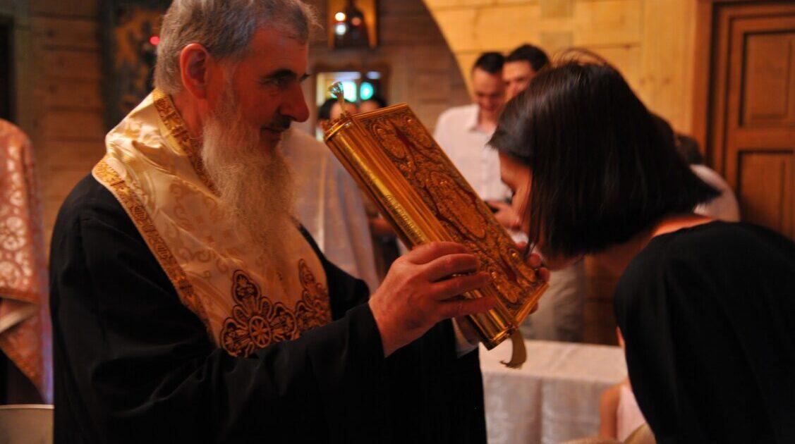"""Preasfințitul Vasile Flueraș: """"Sfintele Taine ne dau puterea să ne urcăm în Împărăția lui Dumnezeu."""""""