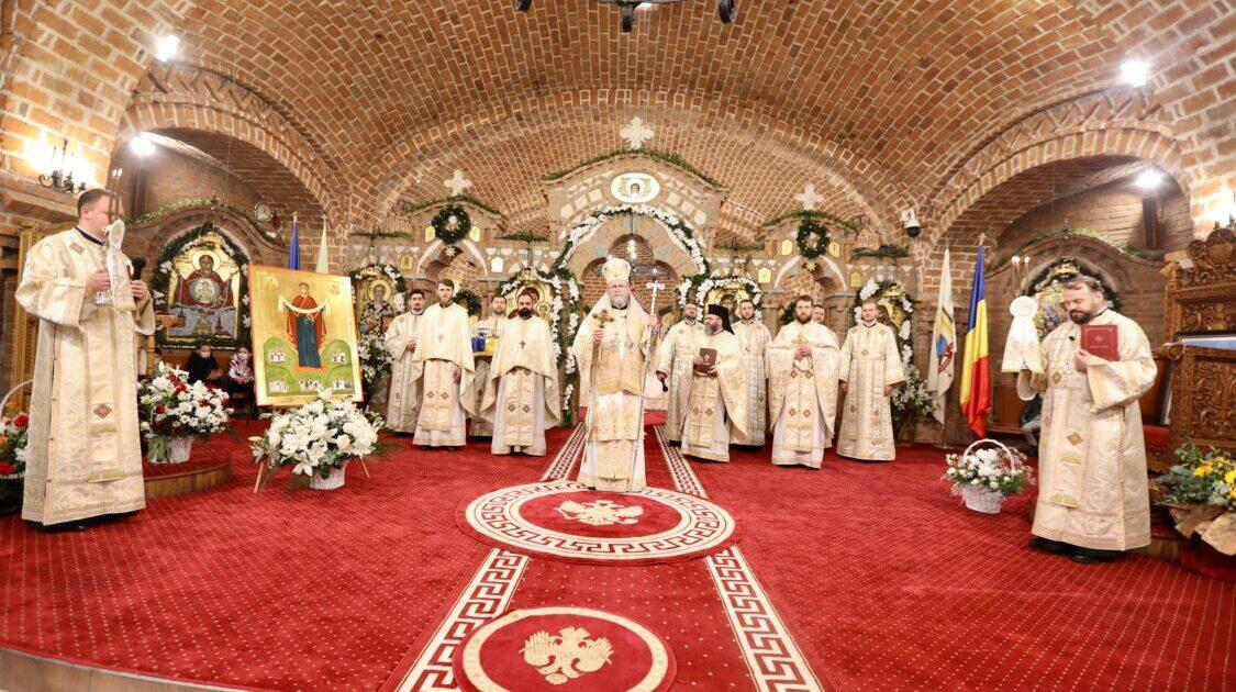"""Început de an la Catedrala din Baia-Mare. A fost sfințită icoana """"Maica Domnului – ocrotitoarea migranţilor români"""""""