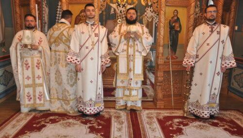 """Liturghie Arhierească în paraclisul """"Sfântul Evanghelist Luca"""" de la Centrul Eparhial al Episcopiei Sălajului"""