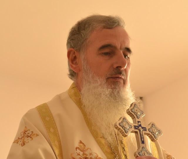 """Preasfințitul Vasile Flueraș: """"Cele două brațe ale Crucii, ne învață câte o lecție: rugăciunea și iubirea"""""""