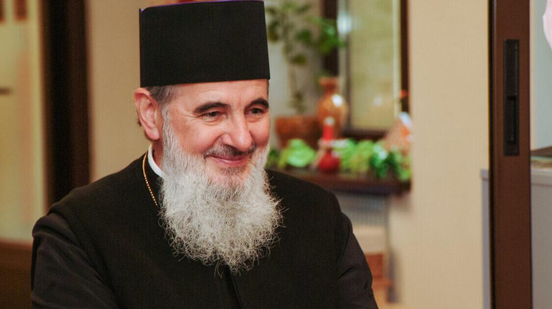 """Preasfințitul Părinte Vasile Flueraș: """"Să ascultăm și să împlinim cuvântul lui Dumnezeu nu numai cu urehea ci și cu fapta."""""""