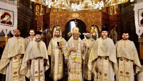"""""""Ne chinuim să ne apărăm moralitatea şi normalitatea, libertatea şi demnitatea! Va fi greu!""""– Episcopul Iustin"""