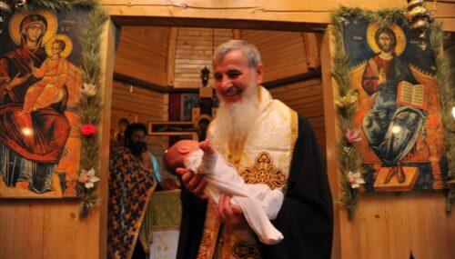 """Preasfințitul Părinte Vasile Flueraș: """"Nașterea de prunci este cea mai mare binecuvântare pe care poate să o aibă o familie."""""""