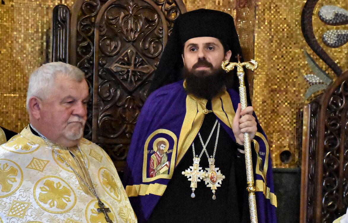 PS Părinte Benedict Bistrițeanul, alături de Pr. Ioan Vesa, tatăl PS Sale