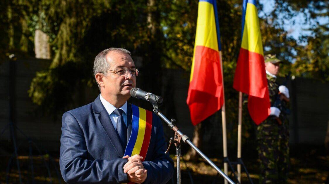 Emil Boc: Biserica nu trebuie scoasă din viaţa noastră, ea este parte a spiritualității românești