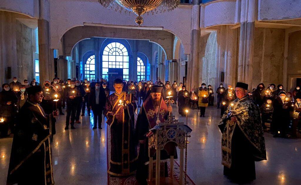 """A treia parte a Canonului cel Mare, la Biserica """"Sf. Ap. Petru și Pavel"""" din Mănăștur"""
