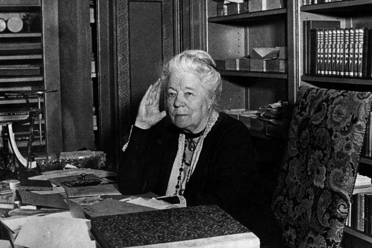 Scriitoarea suedeză SELMA LAGERLÖF (20 noiembrie 1858 – 16 martie 1940) – prima femeie care a primit Premiul Nobel pentru Literatură