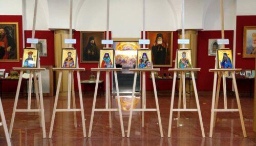 """Expoziția de icoane pe sticlă """"Sfinți Ierarhi Români"""", vernisată la Muzeul Mitropoliei Clujului"""