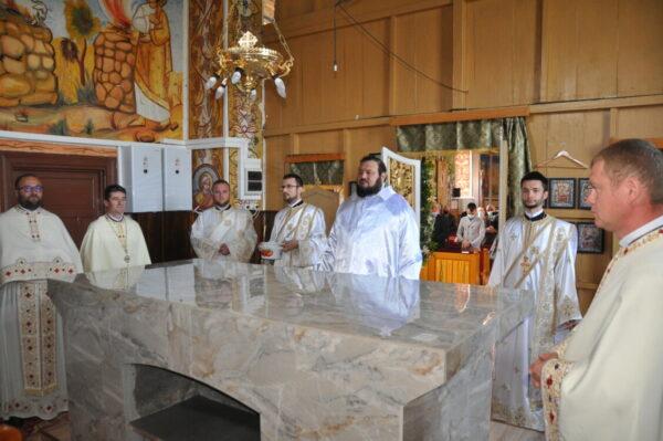 Binecuvântare arhierească în parohia Sălăjeni