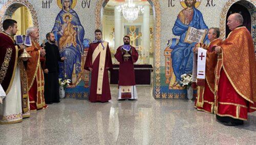 """Sfânta Liturghie din Joia Mare și Denia celor 12 Evanghelii, oficiate de PS Benedict în Parohia """"Sf. Ap. Petru și Pavel"""" din Mănăștur"""