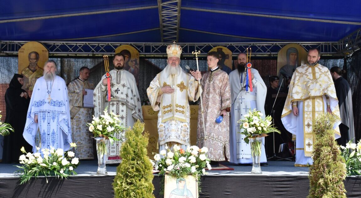 """Hramul Mănăstirii """"Sfânta Elisabeta"""" din Cluj-Napoca, sărbătorit în Duminica Floriilor"""