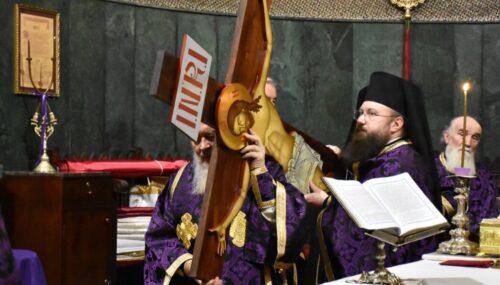ÎPS Părinte Andrei a oficiat Denia celor 12 Evanghelii la Catedrala Mitropolitană din Cluj-Napoca