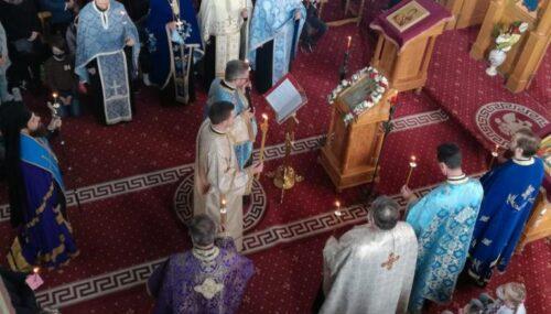 """Denia Acatistului Bunei Vestiri, oficiată de PS Benedict, la Biserica """"Sfânta Treime"""" din Bistrița"""