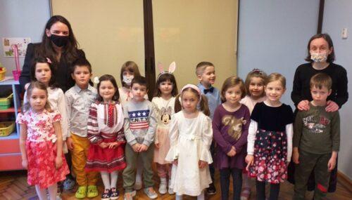 """(audio) """"Împreună pentru copilașii din Africa"""" – Târgul caritabil al copiilor Grădiniței """"Sfântul Stelian"""""""