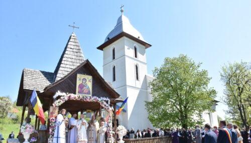 Părintele Mitropolit Andrei, la hramul bisericii din satul natal