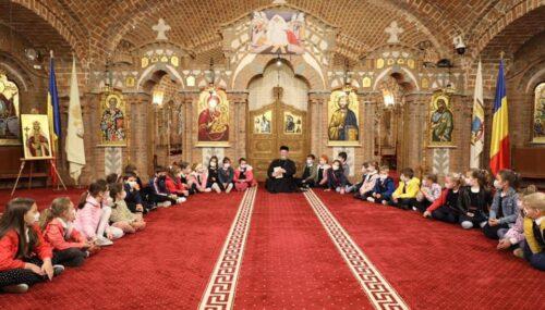 """Episcopul Iustin, de Ziua copilului: """"Să-i creștem curați și cu sfințenie, căci pentru ei, pentru copii, ne mai zâmbește încă Dumenzeu"""""""