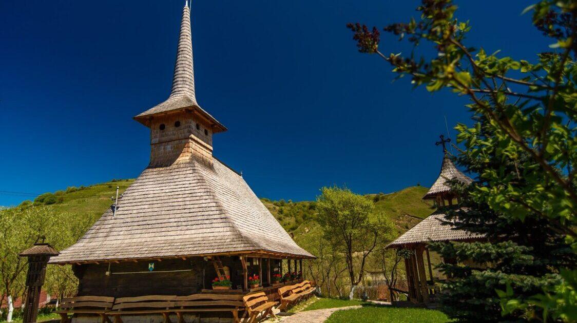 AUDIO Biserica din Tăuți, unul din cele mai valoroase monumente religioase de lemn ale județului Cluj