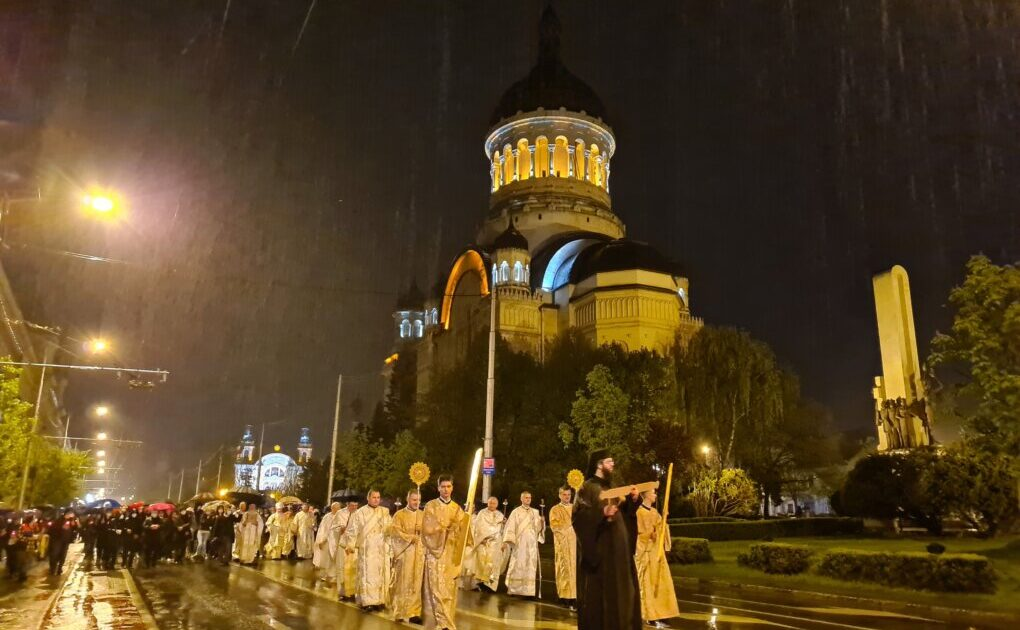 Slujba din Noaptea de Înviere, la Catedrala Mitropolitană din Cluj-Napoca