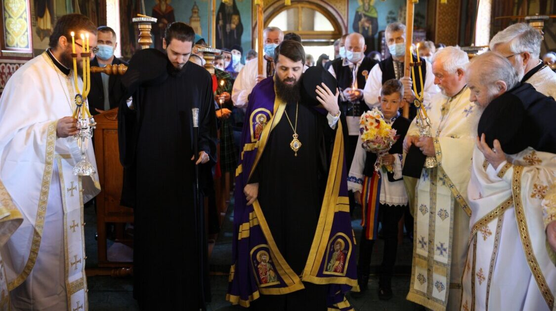 Episcopul-vicar Benedict Bistrițeanul a slujit în satul natal Sartăș, în a treia zi a Sfintelor Paști