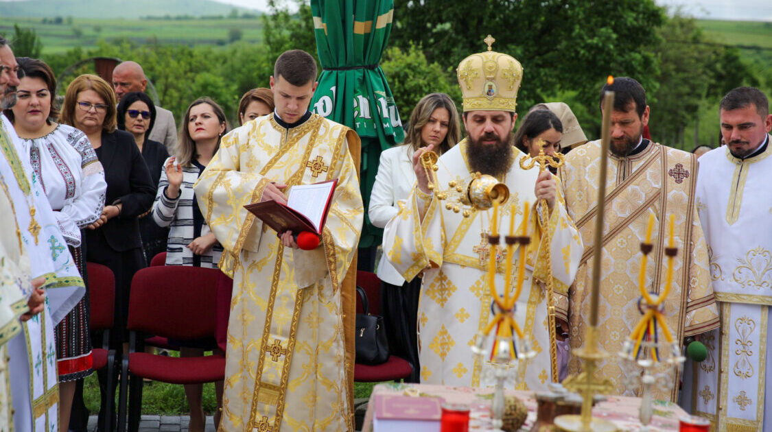 Sfințirea Altarului de vară din Parohia Posmuș