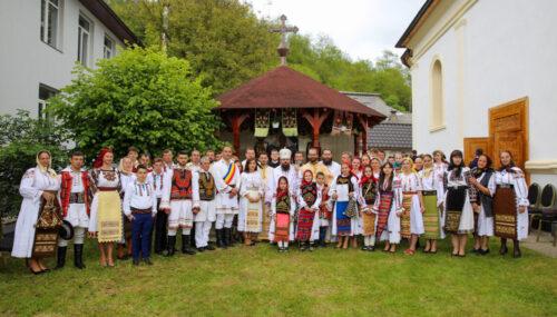 Episcopul-vicar Benedict Bistrițeanul a resfințit Biserica din Agrieș