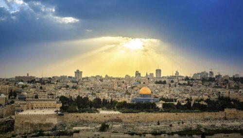 Patriarhul Daniel: Apel pentru încetarea conflictului armat dintre evrei şi palestinieni în Ţara Sfântă