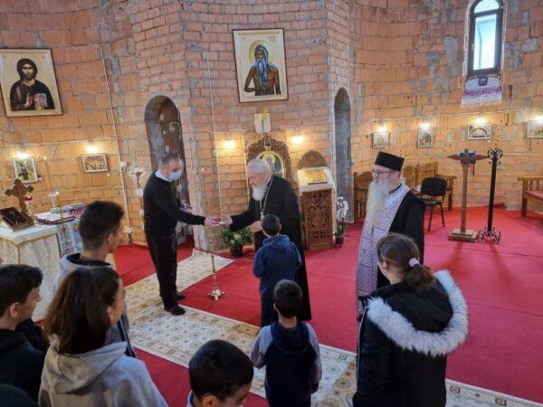 În Vinerea Mare, Părintele Mitropolit Andrei i-a vizitat pe beneficiarii a două centre de îngrijire