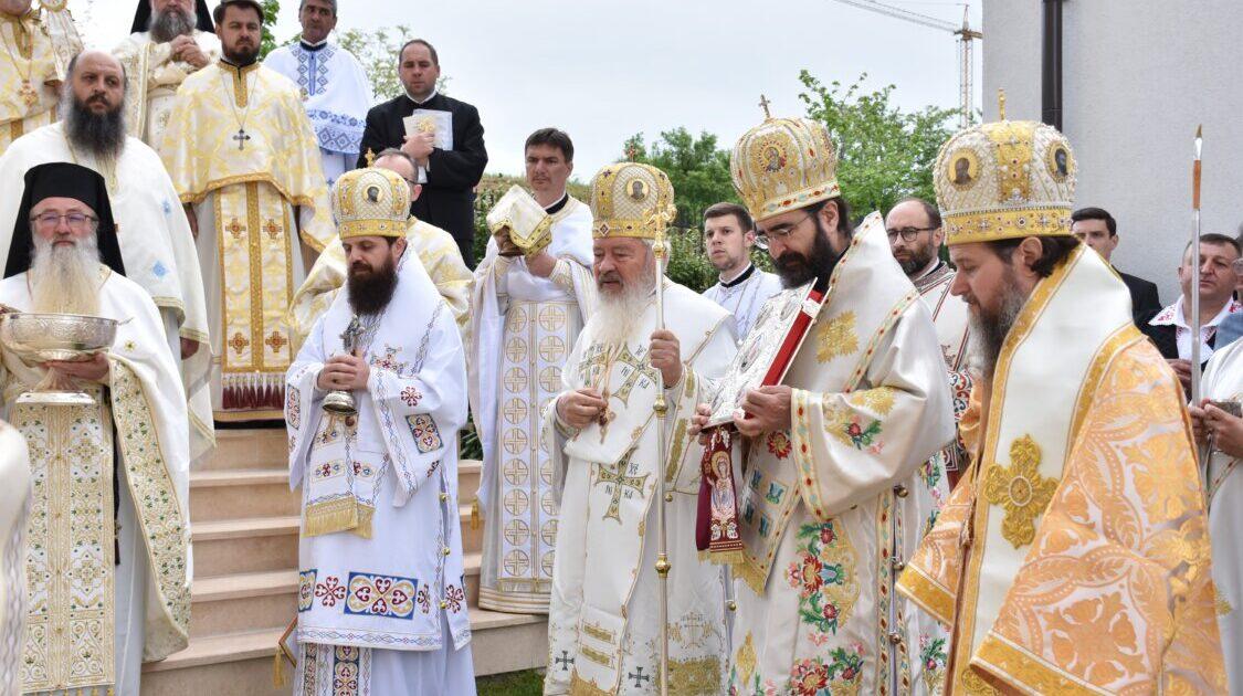 """Biserica """"Sf. M. Mc. Dimitrie"""" din Baciu, sfințită de patru ierarhi ai Bisericii Ortodoxe Române"""