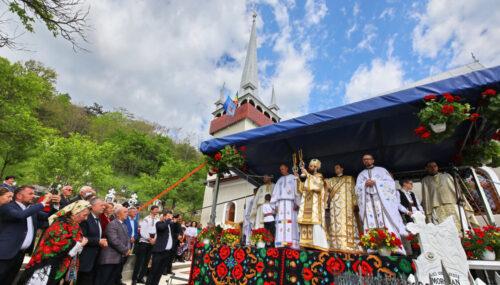 Episcopul-vicar Benedict Bistrițeanul a resfințit Biserica din Micești, jud. Cluj