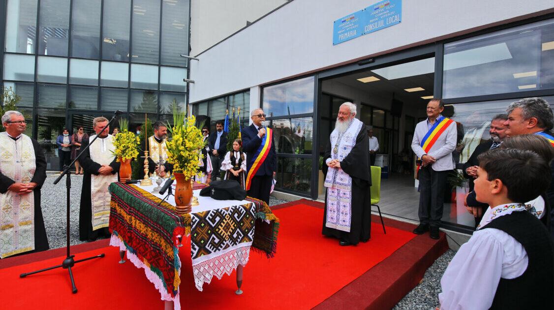 Mitropolitul Andrei a bineuvântat casa parohială și sediul primăriei din Mihai Viteazu