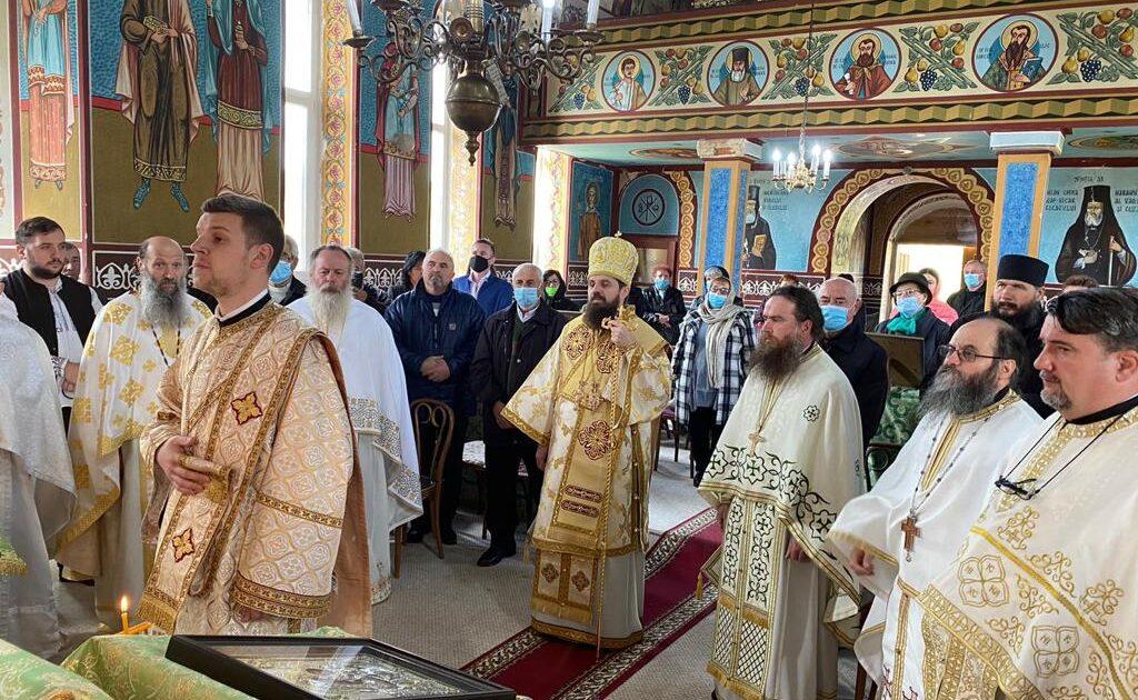 """PS Benedict Bistrițeanul, la hramul de vară al Mănăstirii """"Sf. Ier. Nicolae"""" de la Escu"""