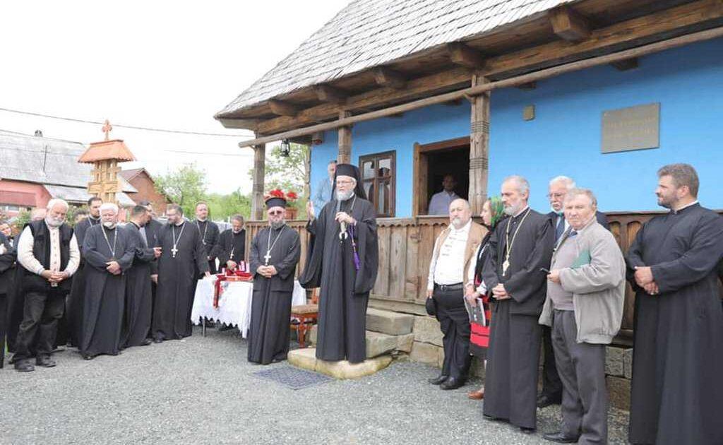 Arhiepiscopul Justinian, sărbătorit în satul natal: A fost resfințită biserica în care a fost botezat și inaugurată casa memorială
