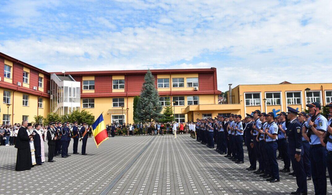 ÎPS Andrei i-a binecuvântat pe elevii Școlii de Agenți de Poliție din Cluj-Napoca, cu prilejul depunerii jurământului militar