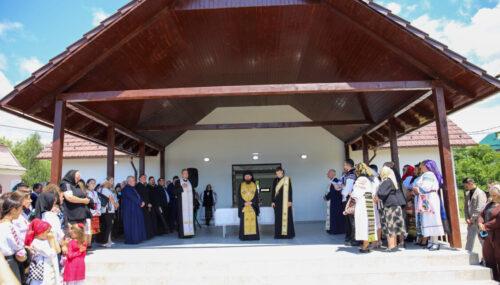 Episcopul-vicar Benedict a sfințit Capelele mortuare din Dumitra și Vermeș